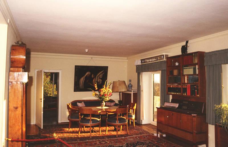 Adenauerhaus, bild, Komode, Leuchtkasten, rhöndorf, standuhr, stehlampe, Stuhl, wohnzimmer