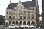 Vor dem Rathaus