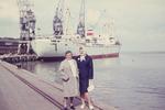 Frauen am Hafen in Delfzijl