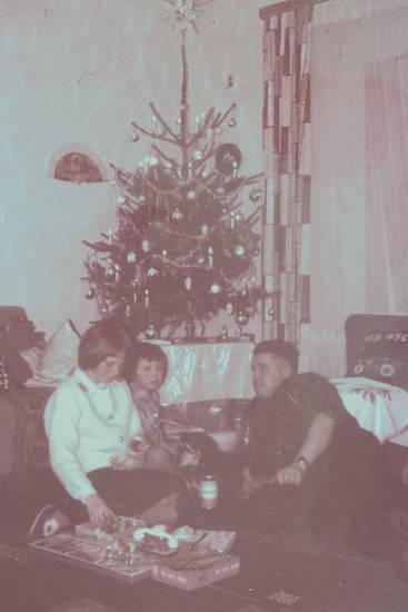 Fußboden, geschenk, geschenke, Ich lerne weben, kerzen, Lametta, Tannenbaum, Weihanachtskugel, Weihnachten, Weihnachtsbaum