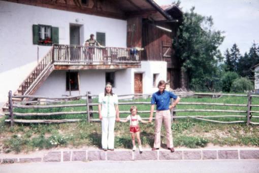 Familienfoto mit Lederhose