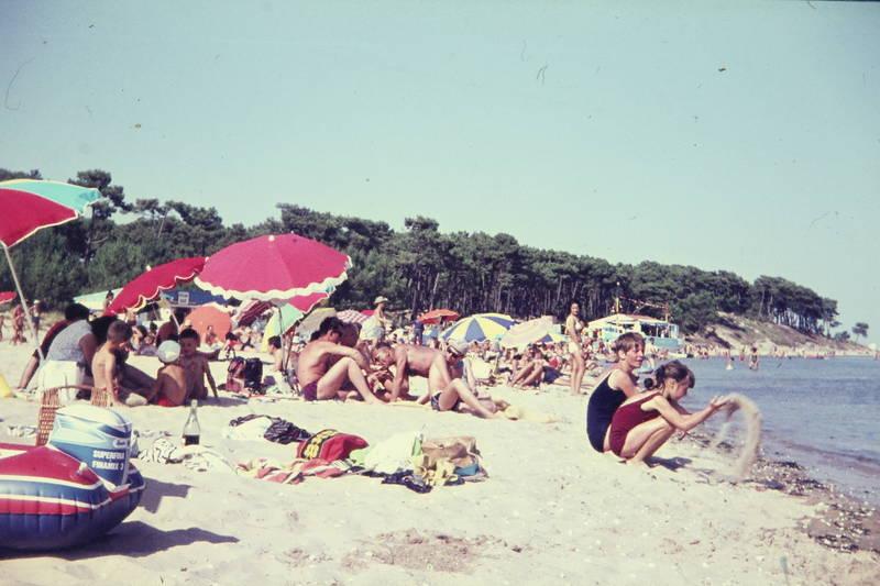 badeanzug, badehose, Badekleidung, freizeit, Handtuch, Luftmatratze, sand, Sonnenschirm, urlaub