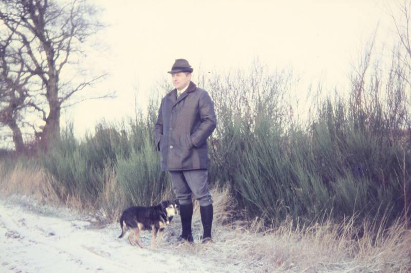 Gassi, hund, hut, Jäger, kniebundhose, Kniestrümpfe, Spazieren, spazieren gehen, spaziergang