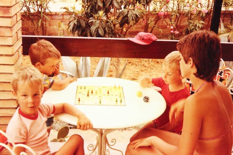 Brettspiel, familie, Mensch Ärgere Dich nicht, mütze, Sommer, tisch, urlaub, Urlaubsreise, Würfel