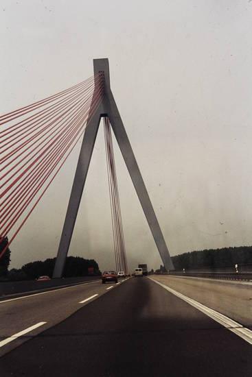 a61, ascona-b, autobahn, autos, brücke, KFZ, leitplanke, PKW, schnellstraße, Schrägseilbrücke, speyer, straße