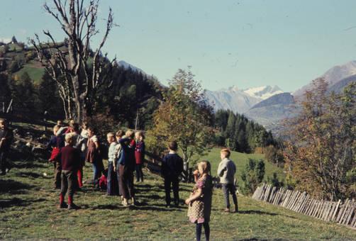 Kinder in den Bergen