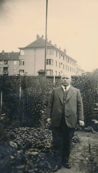 Mann im Garten