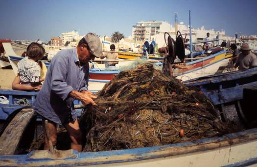 Fischer am Strand (Algarve)