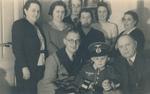 Familie und kleiner Soldat