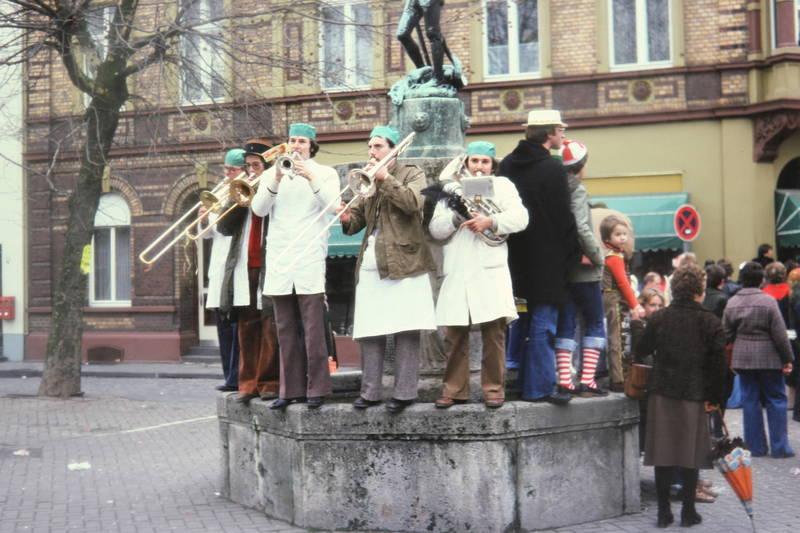 blaskapelle, Brunnen, instrumente, karneval, Kostüm, musik, verkleidung