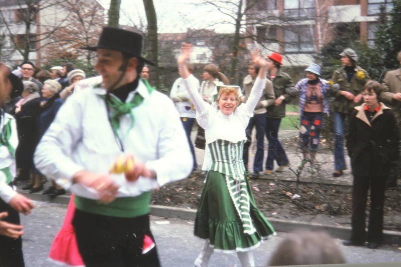 alaaf, feier, helau, karneval, karnevalsumzug, Karnevalszug, Kostüm, verkleidung, Winken