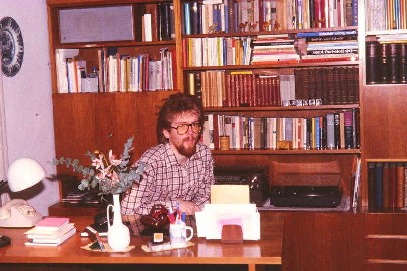 Arbeitsplatz, arbeitszimmer, Brille, Plattenspieler, regal, Schrankwand, schreibtisch, telefon
