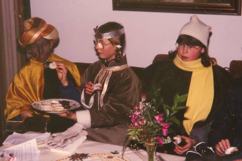 Heilige drei Könige, kecks, Kostüm, Plätzchen, sofa, sternsänger, tradition, verkleidung
