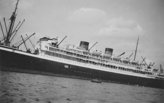 Großes Schiff