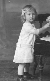 Kind mit Schleife