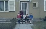 Nachbarskinder vor der Haustür