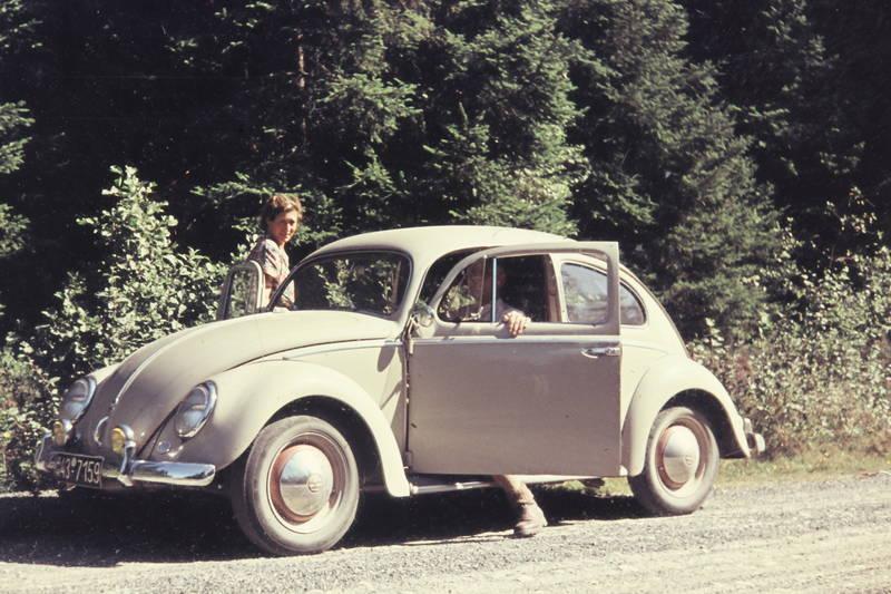ausflug, auto, Besatzungskennezichen, ehepaar, KFZ, PKW, volkswagen, vw, VW Käfer, Zusatzscheinwerfer