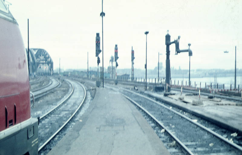 dampf, Diesel, Eisenbahn, Eisenbahnbrücke, Gleise, Hauptbahnhof, hohenzollernbrücke, köln, Wasserkran
