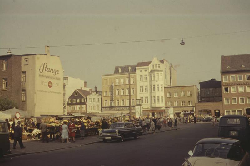 auto, Blume, Blumenstand, hamburg, Karmann-Ghia, KFZ, markt, OPEL Kapitän, PKW, Stange, VW-Bulli