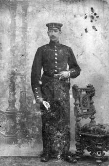 Uniform und Zigarre