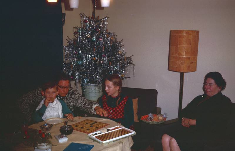Aschenbecher, Brettspiel, christbaum, familie, Mühle, spielen, stehlampe, Tannenbaum