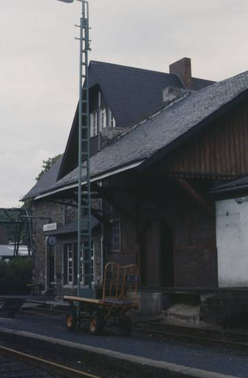 bahnhof, Bahnhofsuhr, bahnsteig, Gepäckschuppen, Mast, Puderbach