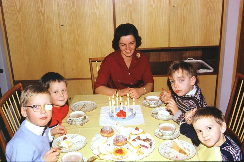 berliner, gebäck, geburtstag, Geschirr, Kerze, Kindheit, kuchen, tasse, teller