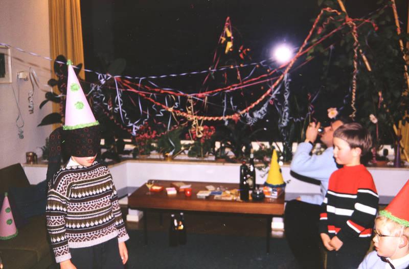 blinde kuh, Hütchen, Kindheit, Luftschlange, party, spiel