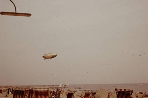 Luftschiff überm Strand