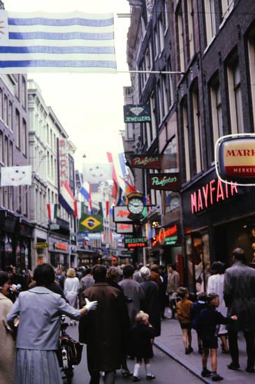 Amsterdam, einkauf, Einkaufsstraße, fahne, Fußgänger, geschäft, jewellers, laden, mayfair, Nieuwendijk, werbung