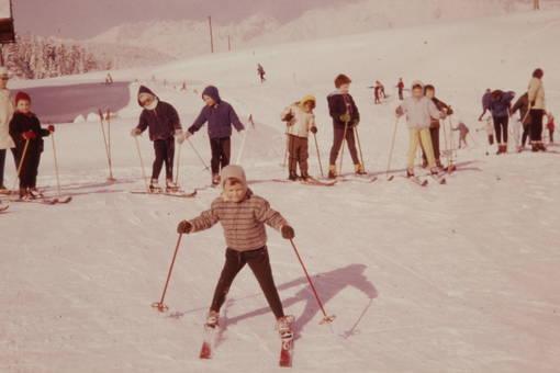 Erste Ski-Versuche