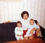 Mutter mit ihren Kindern