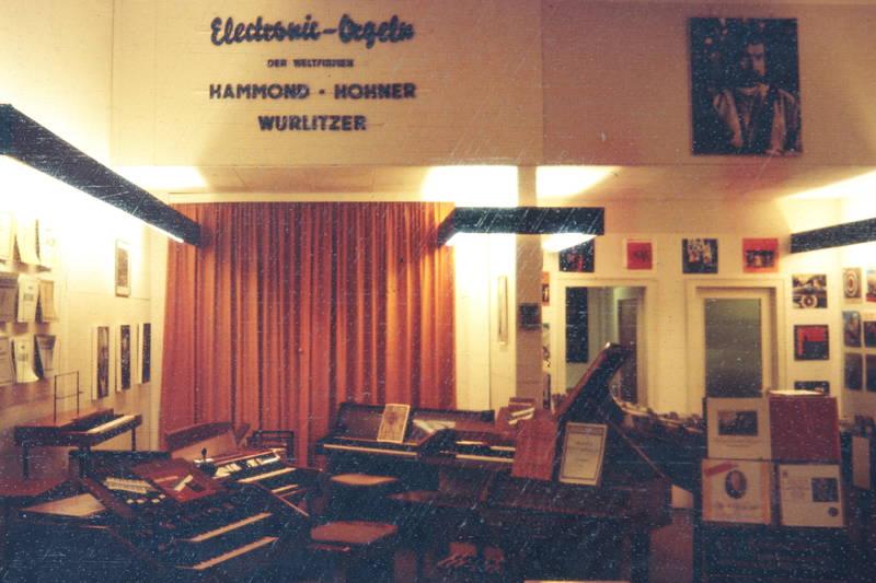 electronic orgeln, Elektronische Orgel, geschäft, hammond, hohner, laden, musik, musikfachgeschäft, Orgel, platte, Schallplatte, wurlitzer