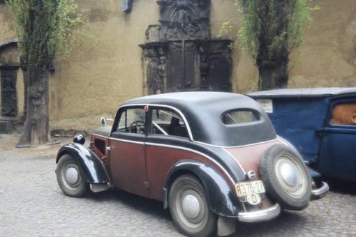 Auto mit Ersatztreifen