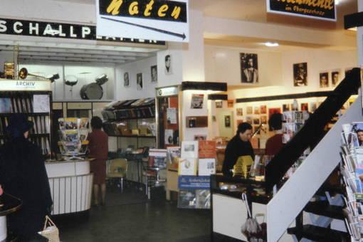 Einkaufen im Musikfachgeschäft