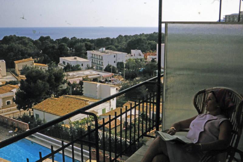 Balkon, meer, pool, zeitung