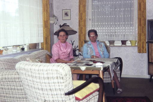 Frauen im Wohnzimmer