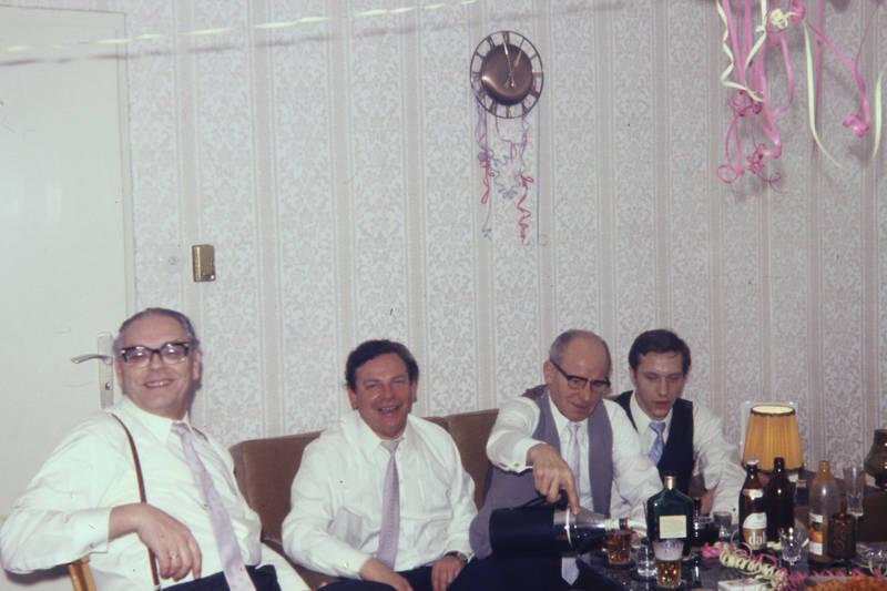 alkohol, Brille, DAB, feier, getränk, lustschlange, party, Schnaps, silvester, Spaß, wohnzimmer