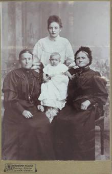 Drei Frauen und ein Baby