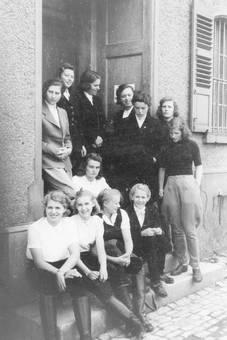 Gruppenbild in Reitkleidung