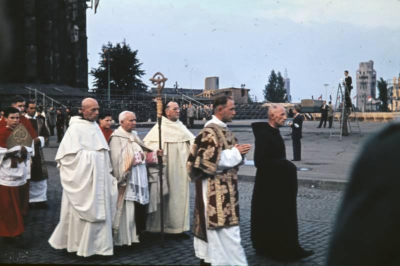 77. Katholikentag zu Köln, Geistliche, köln, Prozession