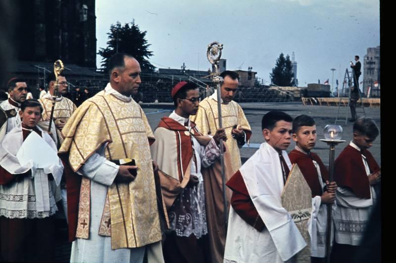 77. Katholikentag zu Köln, china, erzbischof, köln, ministranten, Nankin, Prozession, Yü-Pin