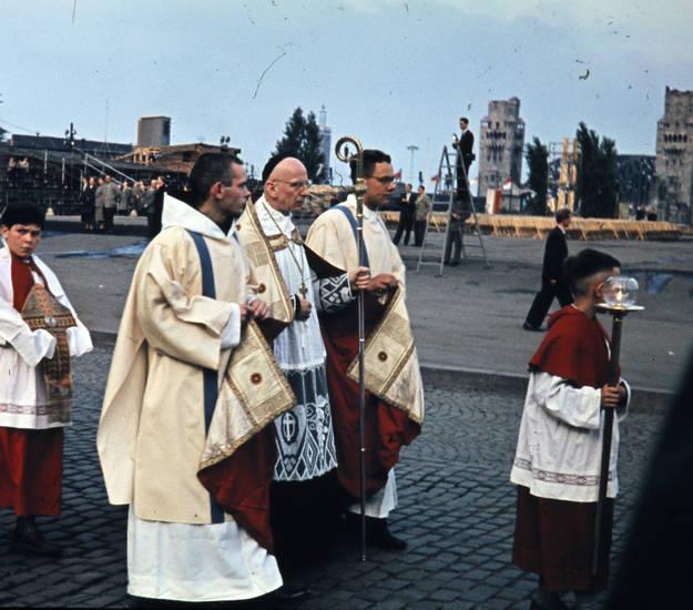 77. Katholikentag zu Köln, Erzbischof von Paderborn Dr.Jaeger, köln, Prozession