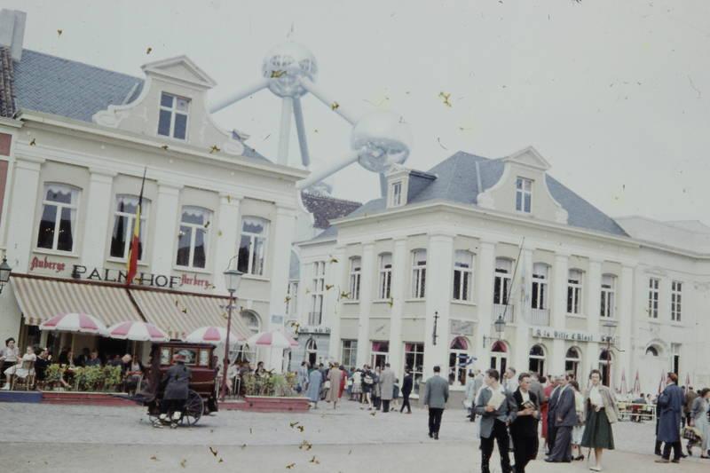 Atomium, Gastätte, Marktplatz, Sonnenschirm