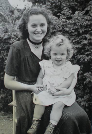 kind, Kindheit, kleid, kommunion 1971, Zuhause