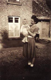 Mutter und Sohn 1950