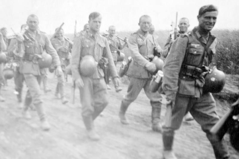 2.Weltkrieg, Helm, Sodat, Uniform, Vormarsch