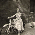 Luise auf Moped 1961