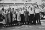 Gruppenbild vor einem Bus
