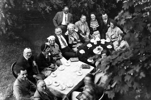Kaffee trinken im Garten